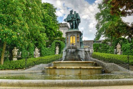 belgie: Place du Petit Sablon park in Brussels, Belgium