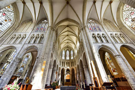 bruxelles: Interior of St. Michael and St. Gudula Cathedral in Brussels, Belgium