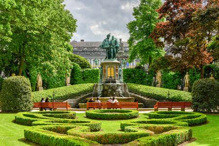 bruxelles: Place du Petit Sablon park in Brussels, Belgium