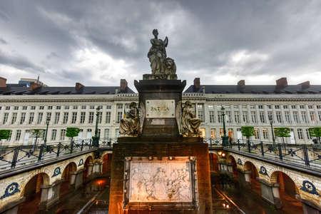 Place du martyr à Bruxelles avec le monument commémoratif Pro Patria, Belgique Banque d'images - 80874141
