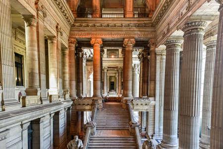 Palais de justice à Bruxelles, en Belgique. Le bâtiment de style éclectique et néoclassique est le siège de plusieurs tribunaux importants. Banque d'images - 80846919