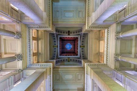 Justice Palace (Palais de Justice) à Bruxelles, Belgique. Le bâtiment de style éclectique et néoclassique sert de siège à plusieurs tribunaux de droit importants. Banque d'images - 80846921