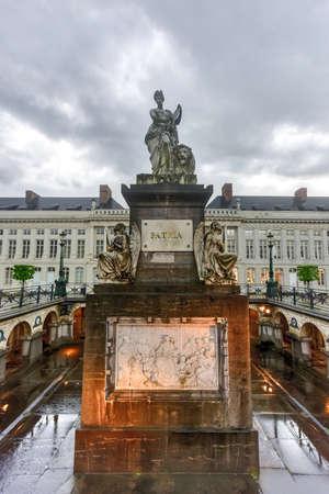 Place du martyr à Bruxelles avec le monument commémoratif Pro Patria, Belgique Banque d'images - 80874290