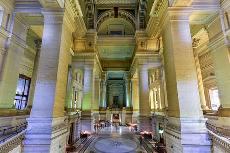 Justice Palace (Palais de Justice) à Bruxelles, Belgique. Le bâtiment de style éclectique et néoclassique sert de siège à plusieurs tribunaux de droit importants. Banque d'images - 80846933