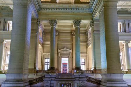 Palais de justice à Bruxelles, en Belgique. Le bâtiment de style éclectique et néoclassique est le siège de plusieurs tribunaux importants. Banque d'images - 80846935