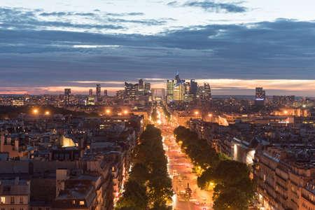 Paris city skyline and the major business district of La Defense. Banque d'images