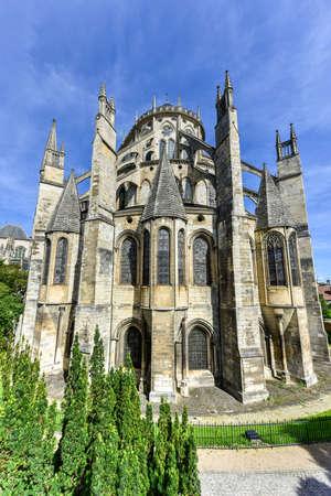 ブールジュ大聖堂、ローマ カトリック教会は、ブールジュ、フランスにあります。それは聖スティーブンに専用されて、ブールジュ大司教の席です