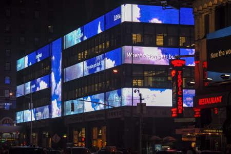 New York City - 8 juni 2007: Lehman Brothers Headquarters in Manhattan in de nacht.