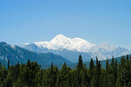 Panoramic view of mountains surrounding Talkeetna, Alaska Standard-Bild - 105014064