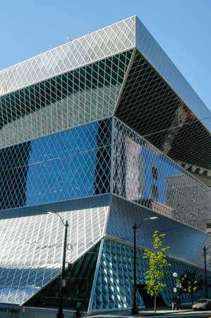 시애틀, 워싱턴 -2005 년 8 월 20 일 : 시애틀 공공 도서관. 시애틀 중앙 도서관은 2004 년에 개설되었으며 Rem Koolhaas와 Joshua Prince-Ramus가 디자인했습니다. 에디토리얼