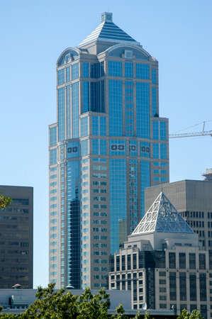 Seattle, Washington - 20 août 2005: Le 1201 Third Avenue (anciennement la Washington Mutual Tower) est un gratte-ciel de 55 étages de 235,31 m (772 pi) situé au centre-ville de Seattle, dans l'État de Washington. Banque d'images - 92635653