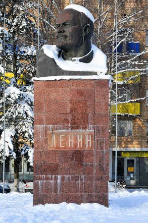 러시아의 킴키에서 레닌의 눈이 덮여