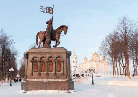 """Sculpture du Baptiste de Terre """"Prince Vladimir et Saint Fedor"""" à Vladimir, Russie Banque d'images - 94689359"""