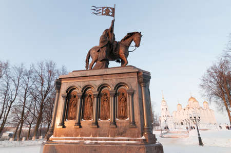 """Sculpture du Baptiste de Terre """"Prince Vladimir et Saint Fedor"""" à Vladimir, Russie Banque d'images - 94961997"""