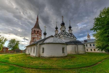 Antipievskaya and Lazarevskaya churches in Suzdal (historic small town in Vladimir region). Golden ring, Russia. 写真素材 - 117131583
