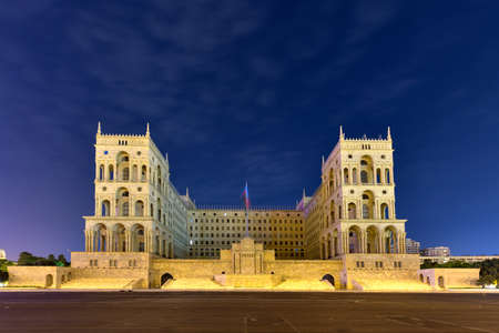 Government House and Council of Ministers of Azerbaijan, located on Freedom Square in Baku, Azerbaijan at night. Imagens