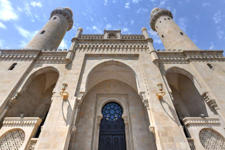 Taza Pir Mosque mosque in Baku, Azerbaijan. Its construction began in 1905 and was finished by 1914. Stok Fotoğraf - 120781508