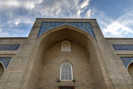 View of the Tashkent Hazrati Imam Complex Barakhan Madrasa in Tashkent, Uzbekistan. Imagens