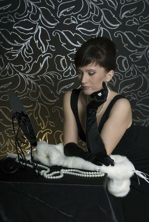 aristocrático: Dama aristocr�tica en un tocador. Estilizaci�n retro