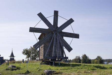 Kizhi, Rusia. Molino de viento (1928). Un pueblo de construcción tradicional para el norte de Rusia.  Foto de archivo - 7500066