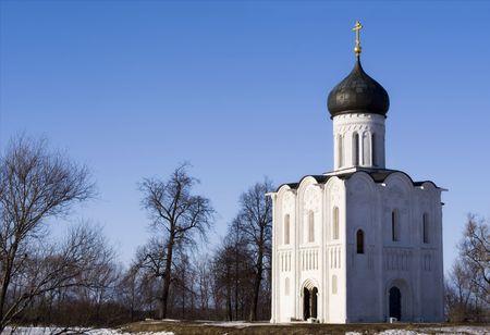 Iglesia de la intercesi�n de la Nerl (regi�n de Vladimir de Rusia)  Foto de archivo - 7507161