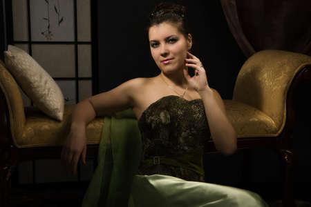 aristocrático: Elegante dama aristocr�tica en un lujoso tocador   Foto de archivo