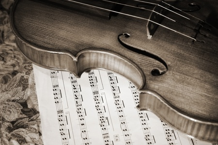 Close-up picture of the old italian violin witn score