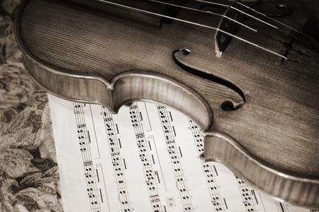 violines: Imagen de primer plano de la partitura de camas de viol�n italiano antiguo