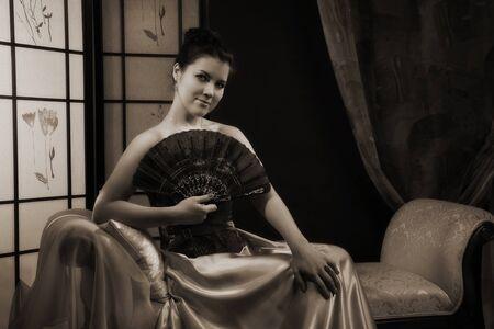 aristocrático: Retrato de la se�ora elegante en un lujoso tocador