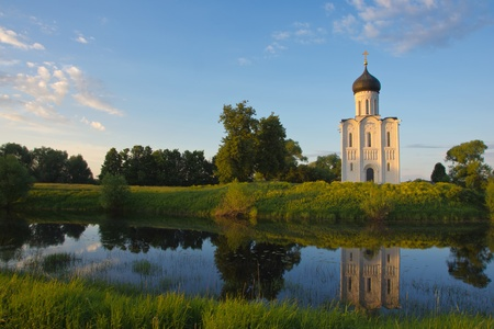 Old russian church of the Intercession on the Nerl (Vladimir region of Russia), XII c. Stock Photo - 11432961