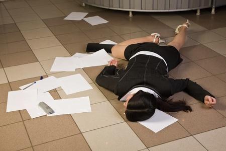 Crime scene in een kantoor met dode secretaresse