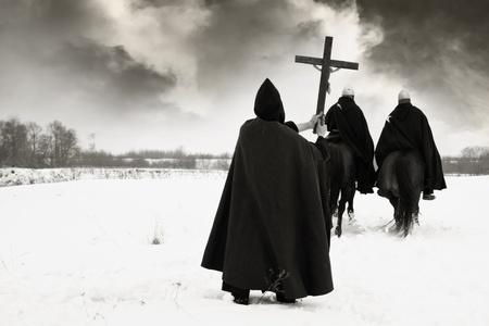 Crociata. Pilgrim benedice i crociati della campagna Archivio Fotografico - 13362780