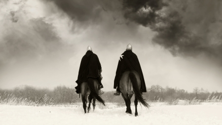 Middeleeuwse ridders van St. John (hospitaalridders) aan een baai paarden