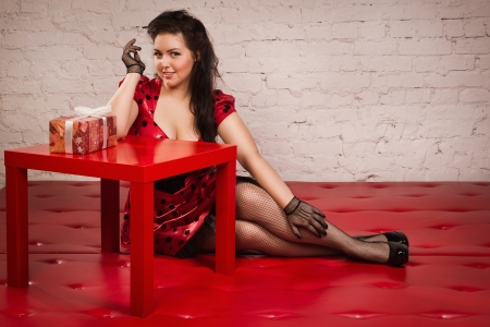 Happy pin-up girl with gift Stock Photo - 17458018