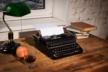 Vintage stilleven met oude schrijfmachine Stockfoto