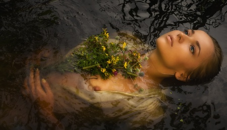 Young drown woman in a poetic representation. Banque d'images