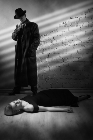 organized crime: Film noir. Detective investigating the crime scene
