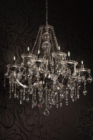 Lussuoso lampadario di cristallo con le candele Archivio Fotografico - 25370130