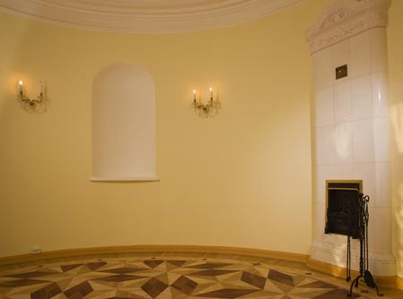 aristocrático: Interior de la vendimia de lujo con chimenea en el estilo aristocr�tico