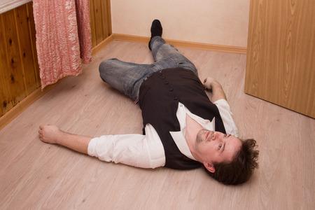 床に死んだ男を産む
