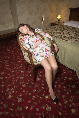 Tatort . Junge Frau getötet durch einen Pfeil aus einem Bogen Standard-Bild - 98678055