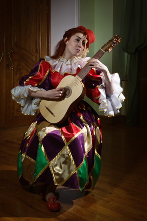 Colombina, the character of the theater del arte plays the Renaissance vihuela