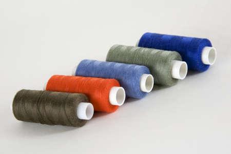 maquinas de coser: Bobinas con hilos para m�quinas de coser, moda