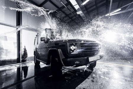 SUV car at the carwash 스톡 콘텐츠
