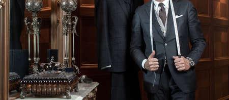 Krawiec ręce drogie krawiectwo poszczególnych garniturów