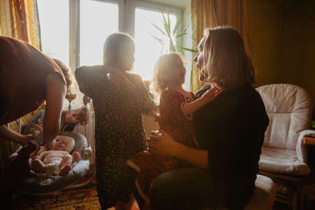 Mother and father with kids in room at home Stockfoto