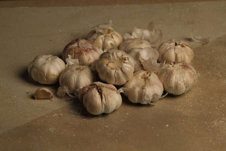 clove plant: Heads of garlic on the table