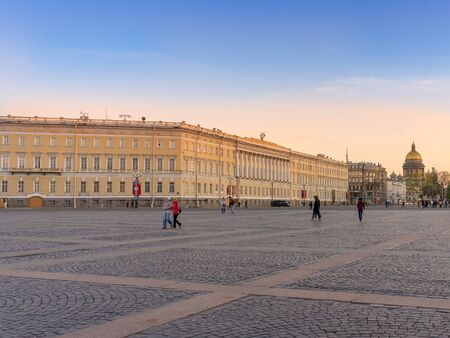 bilding: View from the Palace Square, St. Isaacs Cathedral and General Staff Building at sunset in Saint Petersburg, Russia