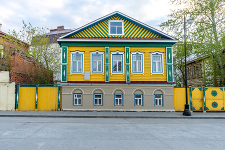 varnished: Old, wooden, brightly painted house in Kazan