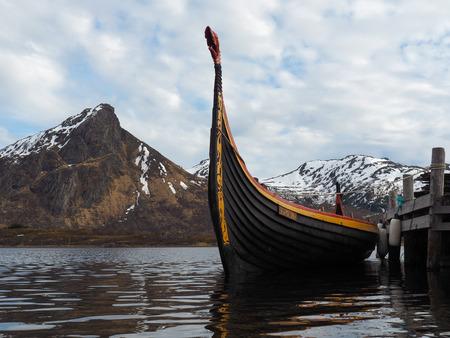 Un barco vikingo (Drakkar) en Noruega.